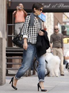 katie-holmes-boyfriend-jeans