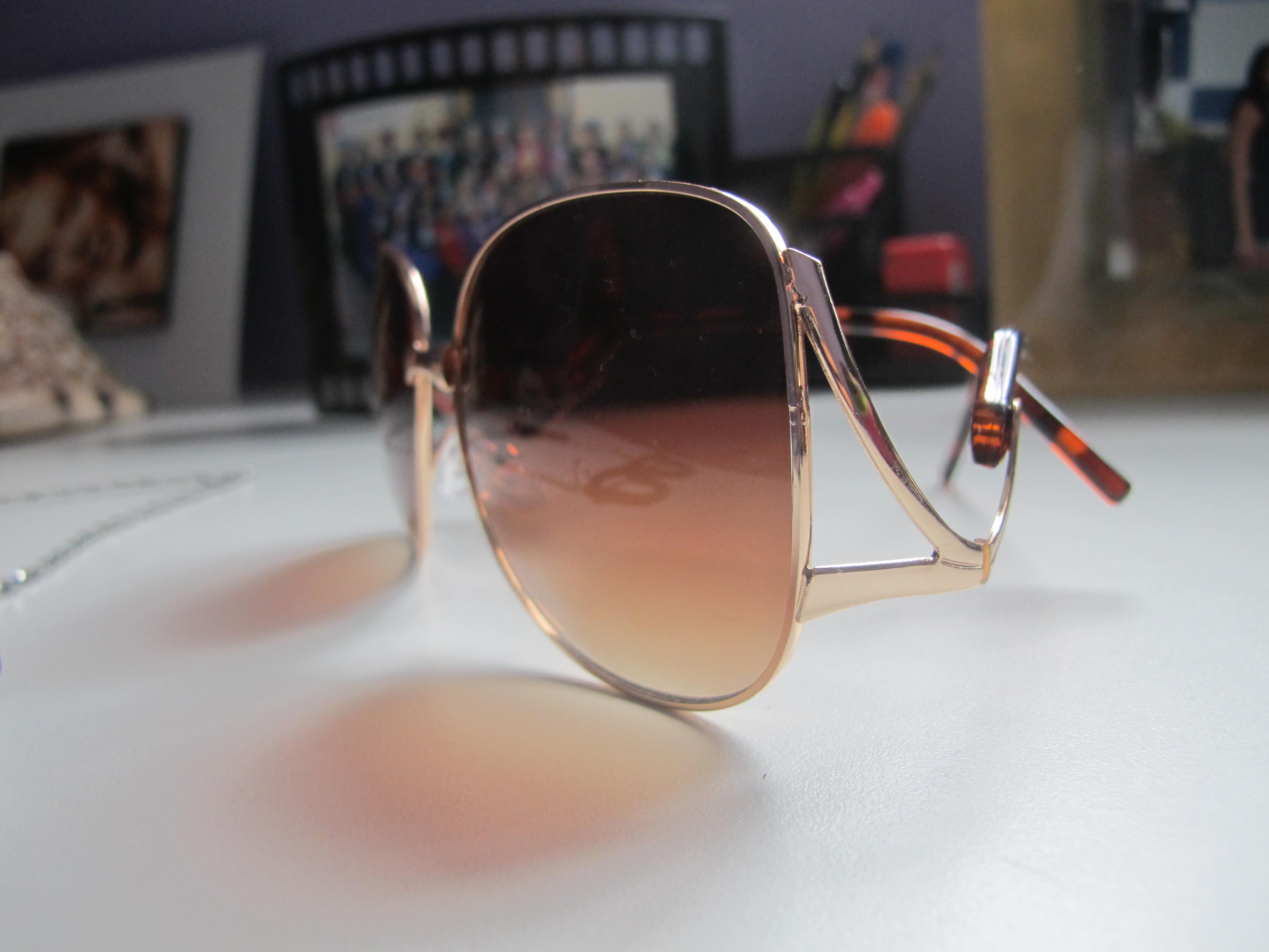 Esse óculos foi amor a primeira vista. Na Hype, do querido João Lucena, por  apenas  35. Puro luxo e ryqueza, viu  Me senti nas praias de Saint Tropez.  haha 6a261edcbe