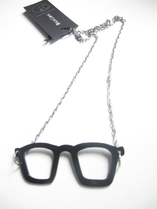 de5498c1b O colar mais fashion do meu armário ganhei de Nel, minha linda do coração.  Também na Hype. Não vejo a hora de usar.